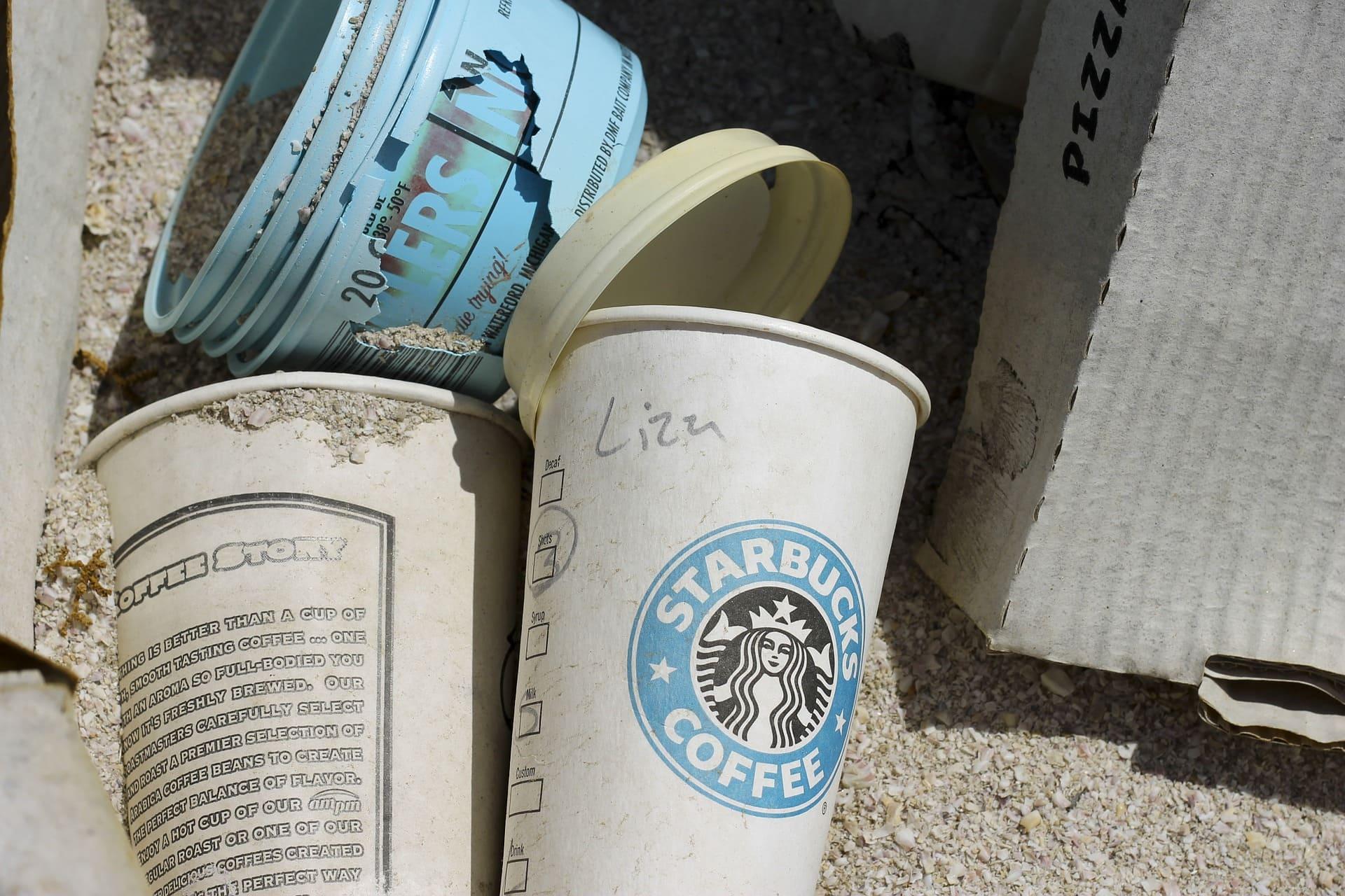 Starbucks empezará a usar vasos biodegradables