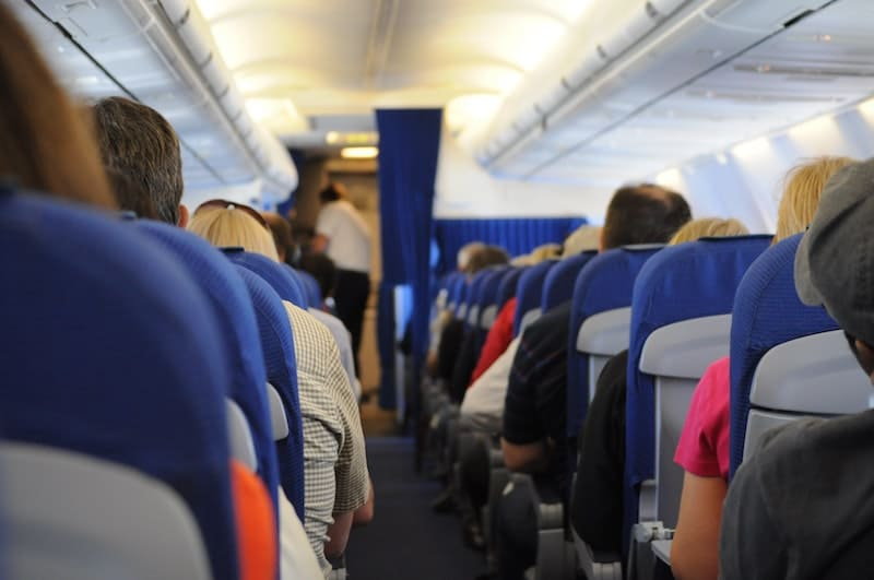 consejos para dormir cuando viajes en avión