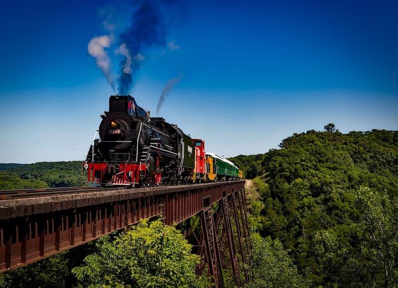 Tren sobre vías