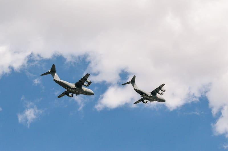 Dos aeronaves cercanas